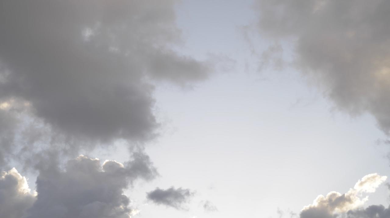 Les nuées du Volcan | durée : 2'00'' . format : HD 16/9 . son : stéréo<br /> réalisation . montage © Emmanuelle Blanc<br /> musique © Camille Delafon